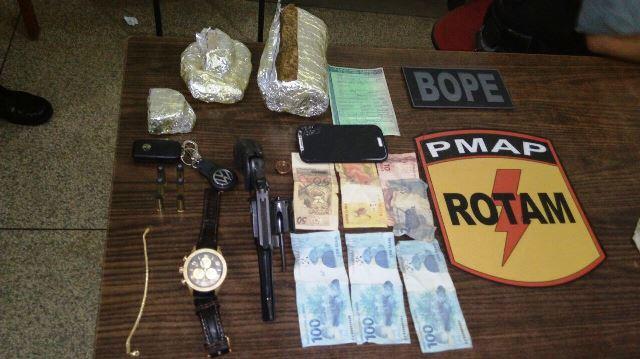 Arma usada pelo criminoso. Drogas foram encontradas no carro dele. Foto: Bope/Divulgação