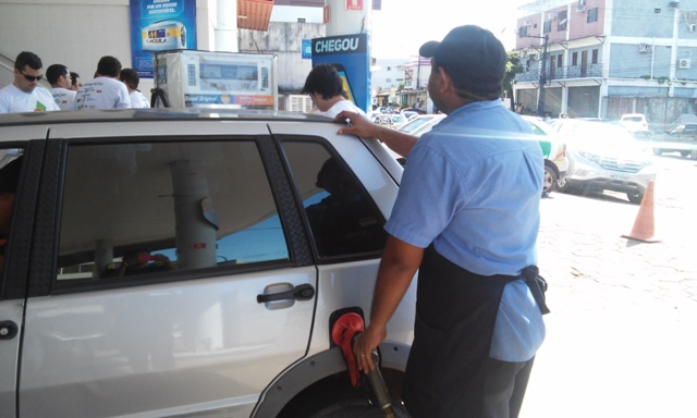 Gasolina foi comercializada pelo preço de R$1,60. Fotos: Cássia Lima