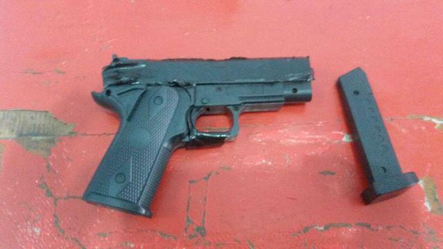 Simulacro de pistola seria apenas uma brincadeira com os colegas, disse o aluno