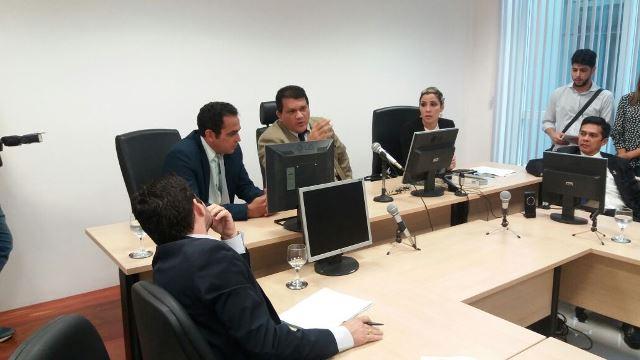 No centro juiz João Bosco Soares e a presidente da comissão mista, deputada Luciana Gurgel: especulação. Fotos: Renivaldo Costa