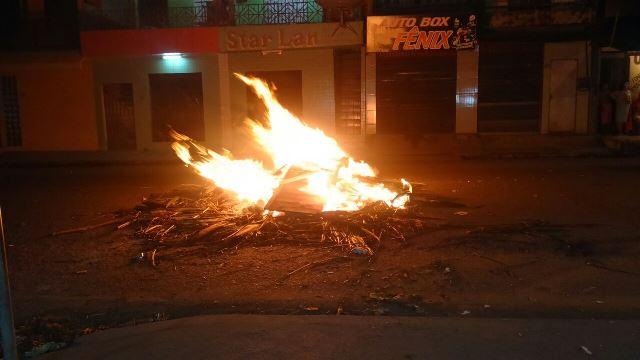No Igarapé da Fortaleza moradores fecharam da rodovia JK