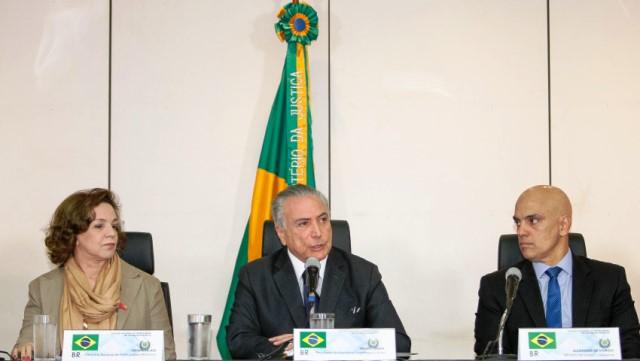 Presidente Michel Temer entre Fátima Pelaes e o novo ministro da Justiça, Alexandre Moraes. Foto: Divulgação