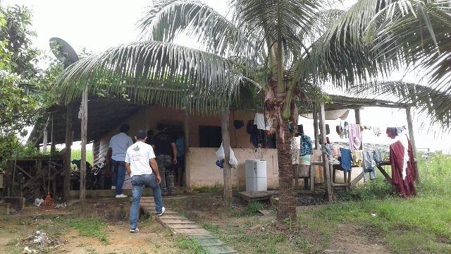Chácara isolada onde os garotos viviam com o pai. Fotos: PC/Divulgação
