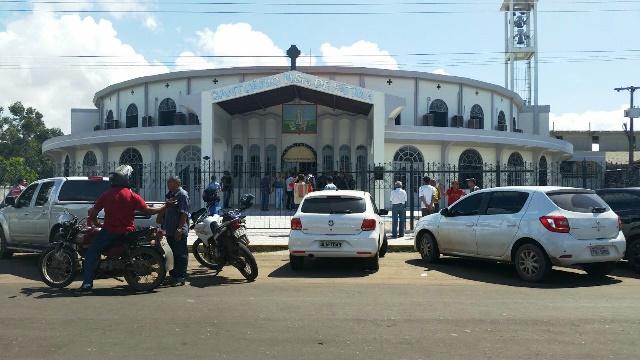 Igreja permanece isolada pela perícia. Fotos: Valdeí Balieiro