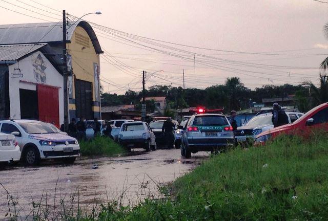 Policiais são presos na Avenida Anttônio Coelho de Carvalho, no Bairro Santa Rita