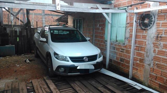 Saveiro foi encontrada em uma lavagem no Bairro Congós. Fotos: Divulgação/PM