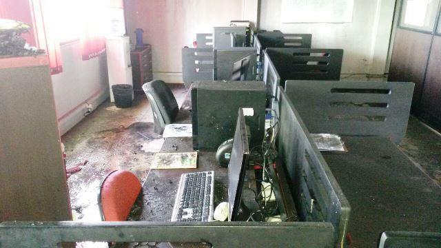 Documentos e computadores danificados