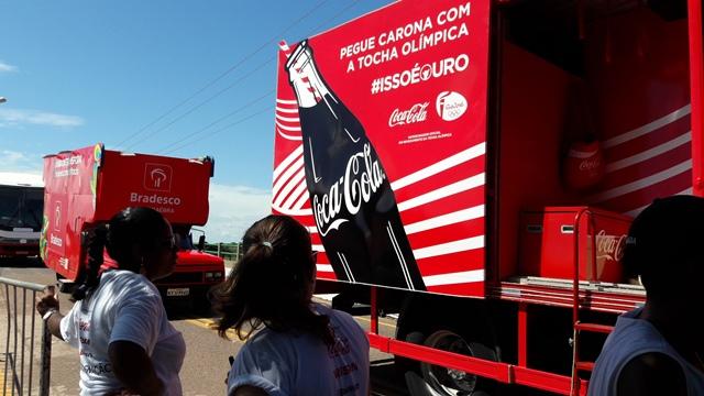 Patrocinadores da passagem a Tocha tingem de vermelho a paisagem do Curiaú