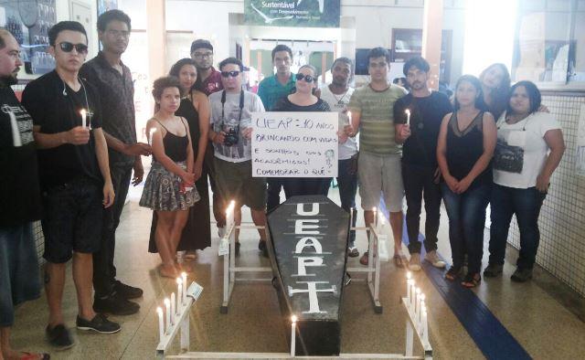 Protesto de estudantes no dia 3 de junho no aniversário de 10 anos da Ueap