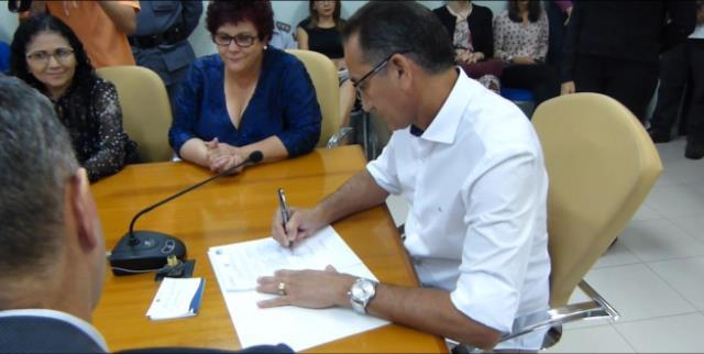 Termo foi assinado na manhã dessa terça, 12. Fotos: Cássia Dias