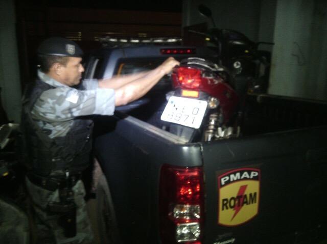 Motocicleta usada na fuga havia sido roubada 10 dias antes. Fotos: Olho de Boto