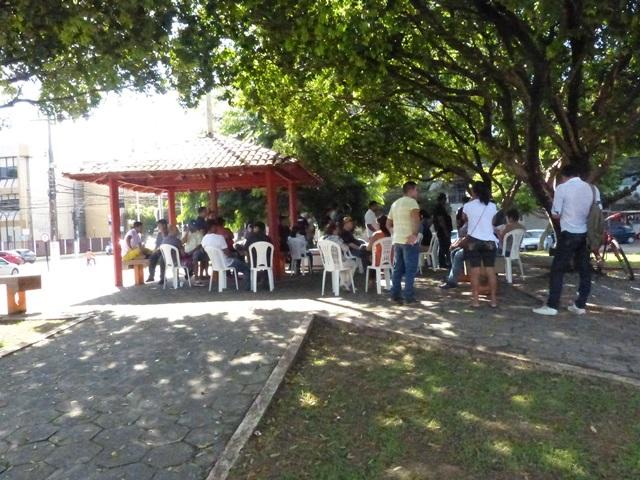 Pouca adesão de servidores na Praça da Bandeira