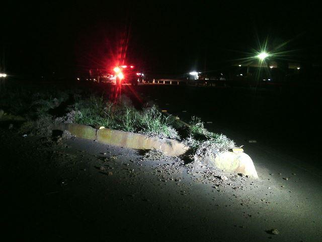 Meio-fio onde o motociclista perdeu o controle do veículo