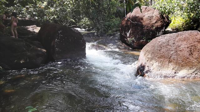 """Água corre entre as pedras. Como diz o jornalista Fran Tavares, """"um espetáculo de rara beleza"""""""