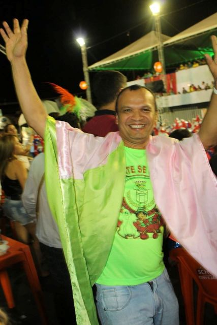 Francisco Chagas pulando carnaval na Maracatu da Favela