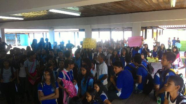 Alunos da Escola Ruth Bezerra viveram momentos de pânico na última sexta-feira, 11