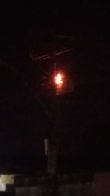 Morador fotografou transformador pegando fogo