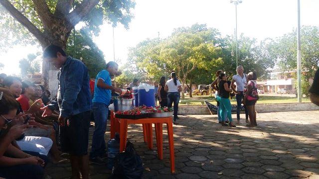 Professores tomaram café da manhã antes de seguir no protesto. Fotos: Divulgação