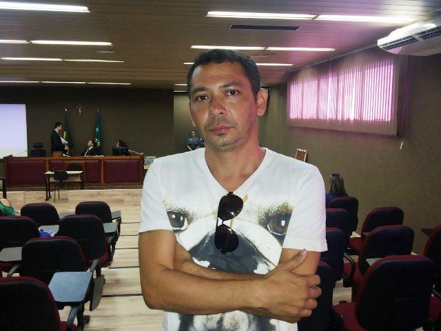 """Carnavalesco e amigo da vítima, Sandro Macapá: """"na segunda estaremos aqui de novo"""". Fotos: Cássia Lima"""