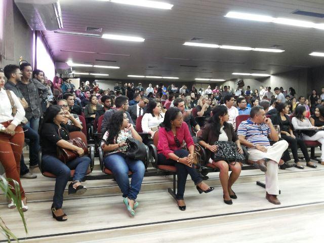Em plenário lotado, pessoas mesmo de pé aguardaram o fim do julgamento. Fotos: Cássia Lima
