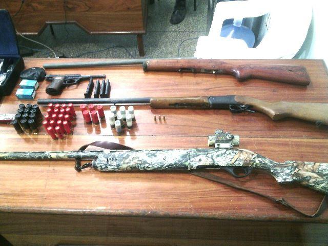 Polícia ainda procura por dois criminosos que estão com duas armas