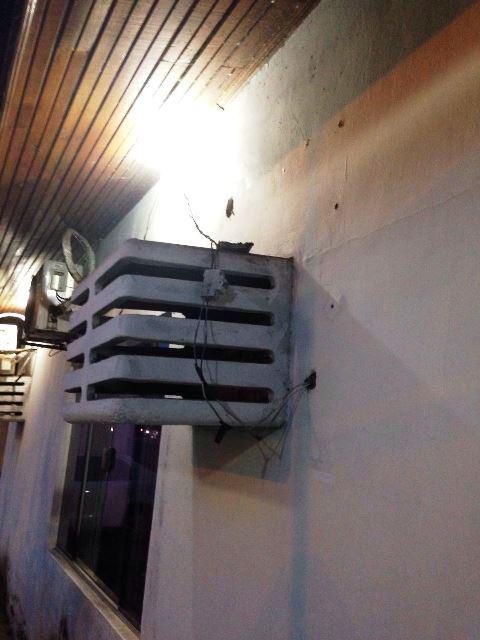 Instalações elétricas precárias. Fotos: Adepol