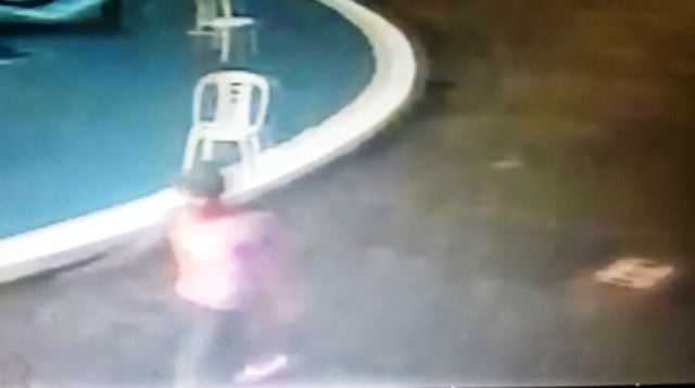 Imagem captada por câmera de segurança mostram um suspeito