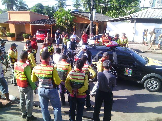 Mototaxistas ficaram revoltados e exigiram a prisão do motorista