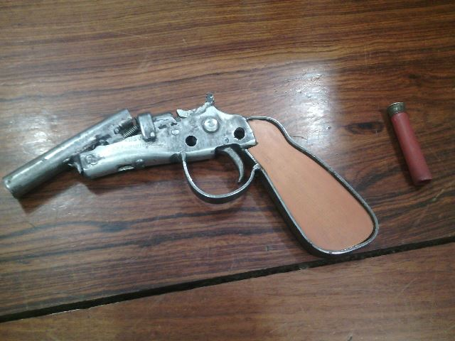 Arma encontrada com Edvan. Fotos: Olho de Boto