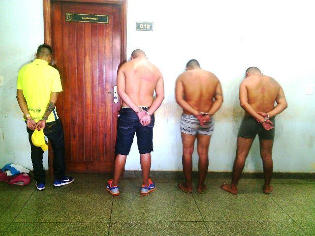 Quatro pessoas foram presas. Fotos: Olho de Boto