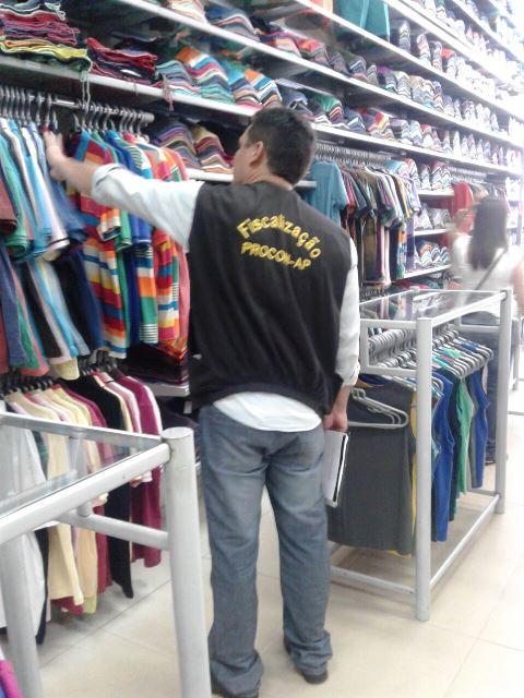 Roupas e outros produtos sem preços têm sido as ocorrências mais comuns. Fotos: Divulgação/Procon