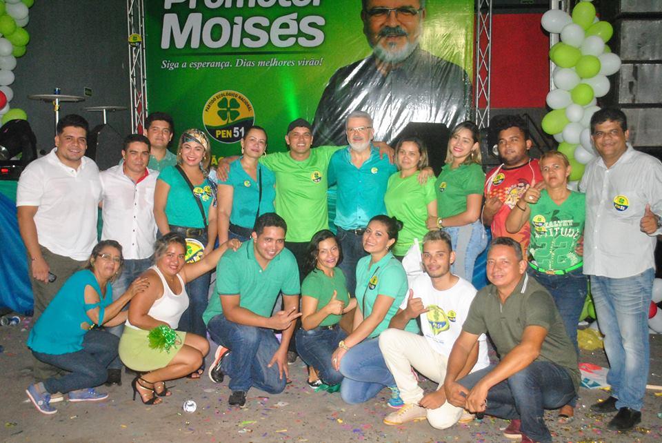 Promotor Moisés com militantes na convenção do PEN