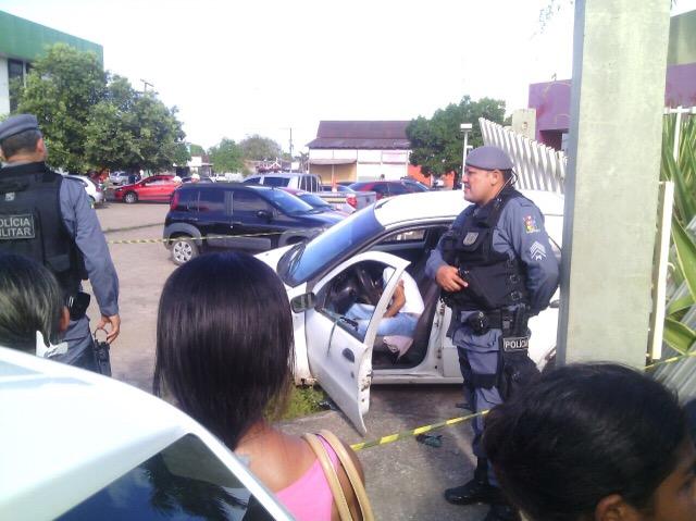 Universitário ainda tentou fugir do assassino dando marcha ré. Foto: Olho de Boto