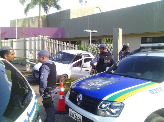 Estudante ainda tentou dar marcha ré para fugir dos criminosos. Foto: Olho de Boto