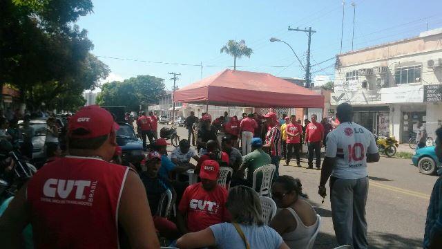 Vigilantes acamparam na frente da Seed e fecharam a Avenida FAB. Fotos: Júlio Miragaia