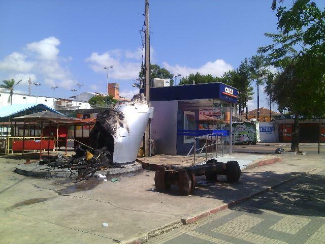Incêndio foi controlado pelo Corpo de Bombeiros. Fotos: Olho de Boto
