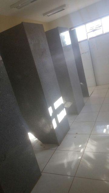 Outro problema na escola são os banheiros sem portas
