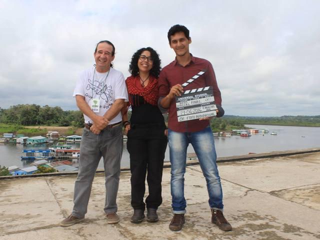 Cineasta amapaense Cassandra Oliveira (centro). Foto: arquivo pessoal