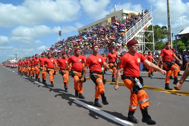 Desfile do Corpo de Bombeiros...