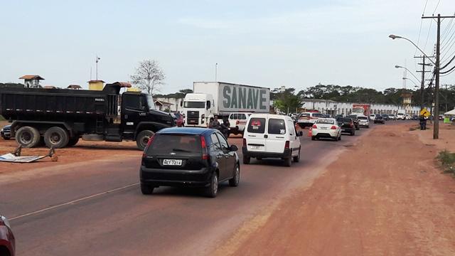 Trânsito ficou lento com apenas uma das vias liberadas