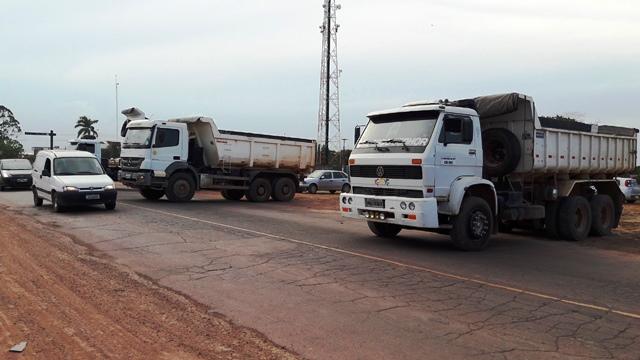 Quem mora no Marabaixo 1 escutou de longe o buzinaço dos caminhoneiros. Fotos: Seles Nafes