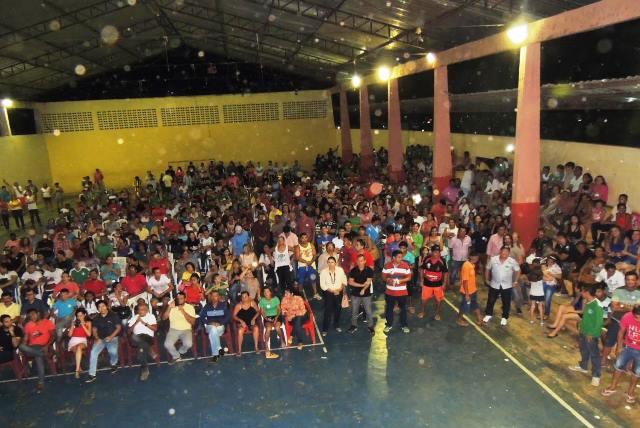 Multidão acompanhou o evento na quadra de esportes