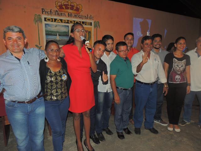Candidatos deram as mãos em tom amigável. Fotos: Humberto Baía