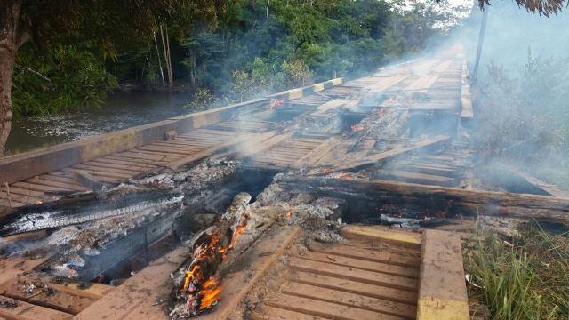 Estragos na ponte registrados pelo jornalista Rodrigo Sales