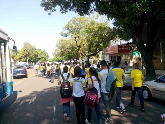 Protesto foi organizado pelo grêmio estudantil