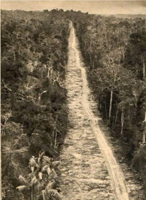 Foto da rodovia Belém-Brasília recém inaugurada, em 1962