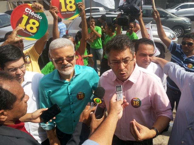 Clécio Luis e Promotor Moisés: escola de integral e hospital Metropolitano. Fotos: Cássia Lima