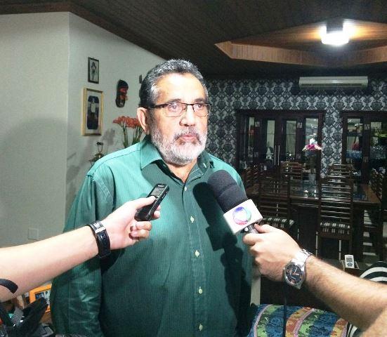 Candidato recebe imprensa após resultado do primeiro turno. Promessa de grandes debates contra o atual prefeito Clécio Luís (REDE). Foto: Ascom