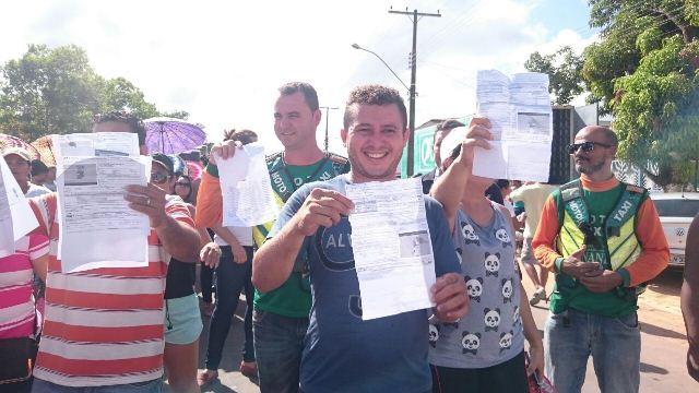 Multas foram exibidas no protesto para comprovar o valor cobrado nas infrações