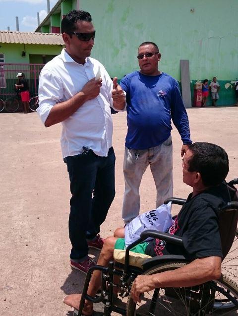 Ofirney conversa com eleitores. Campanha sem atacar adversários. Fotos: divulgação